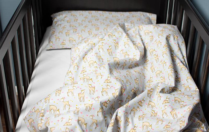 Bäddset 100% bomull – Ljusgrått med söta rådjur
