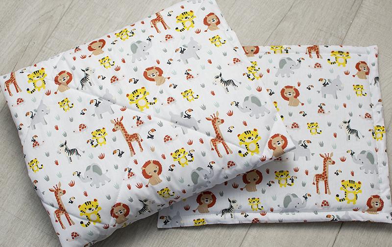Quiltat täcke och kudde till barnvagn och vagga