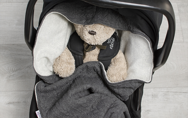 Babywrap, filt till babyskydd, barnvagn och bilbarnstol med ekologisk bomullsfleece